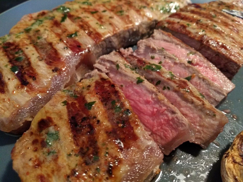 Gegrilltes Steak auf einem Teller