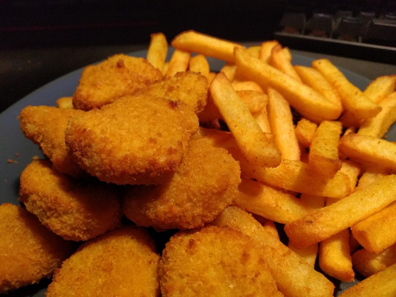 Chicken Nuggets mit Pommes