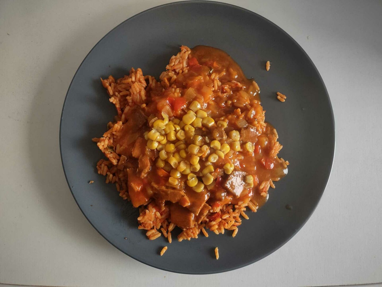Erasco Gyros Mit Metaxa®-Sauce Fertiges Menü auf dem Teller